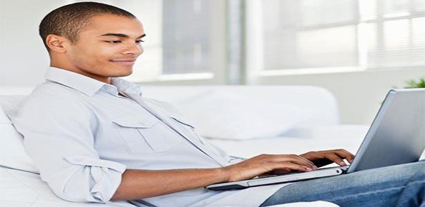 man talking to women online